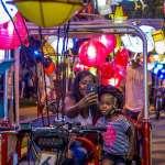 還大道於人民!插滿燈籠的三輪車壯觀繞行費城,民眾樂讚:這才是深具意義的慶祝活動!