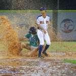 下雨天積水高到能讓泥鰍游泳、甚至整座球場淹成湖泊…台灣棒球場的情況驚呆日本人