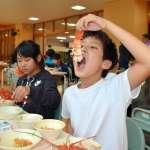 三重・志摩國小營養午餐好豪華 每人吃整隻伊勢龍蝦