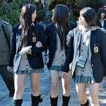 日本寒冬的怪異生物:短裙櫻花妹!愛美的背後,隱藏日本從小就開始的「國民特殊訓練」...
