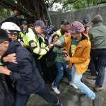 不滿住了50年卻遭驅離!大觀迫遷戶清晨衝總統官邸 居民、攝影遭上百警力拖行200公尺