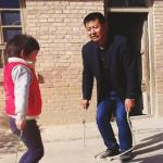 投入偏鄉教育21年,獨守深山小學12年,就算全校只剩1個學生,他還是堅持教下去…