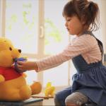 對空氣、娃娃自言自語,為何小孩會有「不存在的朋友」?專家揭密:問題出在家長身上...