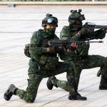 槍響、爆破聲聲震撼!黑鷹降落國防部 特戰官兵殲敵展戰力