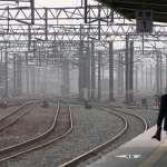 一整列火車乘客的性命都繫在他身上,過勞、被乘客攻擊卻都是他的日常...
