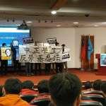 中正學生反勞基法修惡 唐鳳演講拉布條抗議