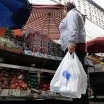 英相梅伊宣布25年減塑計畫,商店不得免費提供塑膠袋!工黨痛批:緩不濟急,現在就該開始!