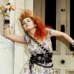 曾被繼父虐待、17歲就離家…她走過人生低谷,成為美國1980年代傳奇歌手