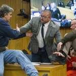地表最憤怒老爸》三個女兒都遭性侵 老爸法庭暴走攻擊色魔 網民跪求法官:給他1分鐘!