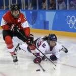 兩韓女子冰球聯隊第一戰 金與正、文在寅聯手加油 觀眾超熱情 北韓啦啦隊超給力