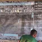 非洲偏鄉沒電腦,熱血教師「全手繪」教學…6年艱苦終被看見,微軟大方提供了這些!