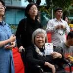 中國人來嗆聲!李明哲遭捕一年遊行抗議 意外遭中客怒罵、記者遭嗆「長那麼醜還拍」