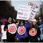 西洋參考》每年13000人死於槍擊,為什麼還有8000萬美國人堅持持槍?