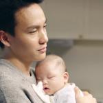 二寶出生,哄小孩睡覺成了夢魘…《魔球》作者:一家四口搞得像兩個單親家庭…