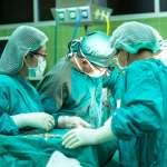 全球首例》美國大兵「下面」遭炸毀,台裔名醫移植陰莖陰囊重振雄風!患者術後驚訝發現…