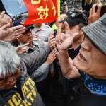 反年改團體藏汽油桶、油壓剪 警強行扣留爆衝突