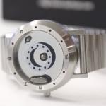 有片》超酷炫、夠科幻!日本發明「液體金屬」手錶,指針滾來滾去看了好療癒!