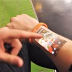 《鐘點戰》成真?這款超狂「智慧手錶」,讓你手臂秒變觸控螢幕,操作起來超科幻!