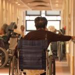 「我以後可能也會變這樣…」照顧93歲失智失能婆婆,她領悟到:人離世前都不該退休