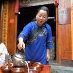 「人生有三苦,撐船、打鐵、磨豆腐」湘西苗族風情第一寨的「豆腐西施」
