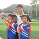 將食物留給隊員,自己卻營養不良、逐一接孩子參加訓練…泰足球教練愛孩子勝過自己