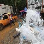 「我們正與水位賽跑!」雨季下不停…泰國搜救人員全力抽水 希望受困足球隊員能步行離開洞穴