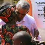 卸任後首次「返鄉」》歐巴馬訪肯亞大秀搖擺舞姿 南非曼德拉百歲誕辰紀念將發表演說