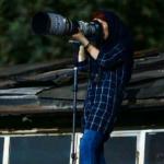 足球賽場,女性止步?伊朗女攝影師接受《衛報》專訪:路不轉人轉,我爬到屋頂照拍不誤!