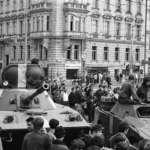 導致蘇聯解體、柏林圍牆倒塌、東歐共產黨垮台—布拉格之春五十周年