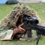 青年戰鬥力!學生塗迷彩射實彈 陸戰隊秀背後射擊「神技」