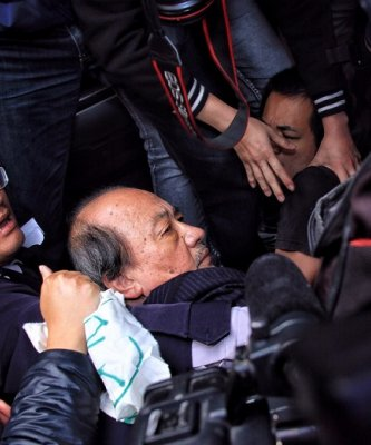 柯建銘嫌警「在旁邊看戲」 葉毓蘭:民進黨當初怎樣辱罵警察的