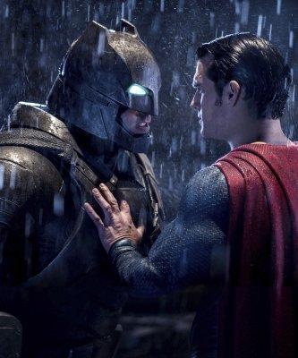 年度爛片大獎「金酸莓獎」又來啦!《蝙蝠俠對超人》與《希拉蕊的美國》爛到不相上下