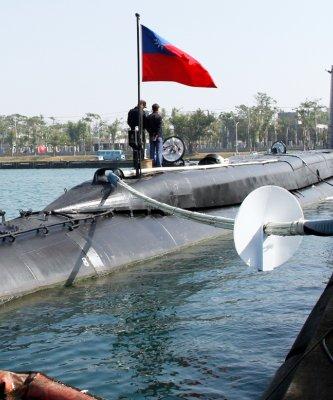 海軍春節戰備巡弋, 展示高齡71歲「茄比級」海豹軍艦