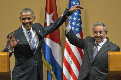 2016年3月21日,美國總統歐巴馬與古巴領導人勞爾.卡斯楚相見歡(AP)