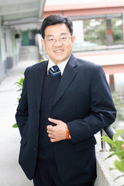 新北市學生輔導諮商中心西區中心主任、泰山區義學國中校長楊尚青1。(楊尚青提供)