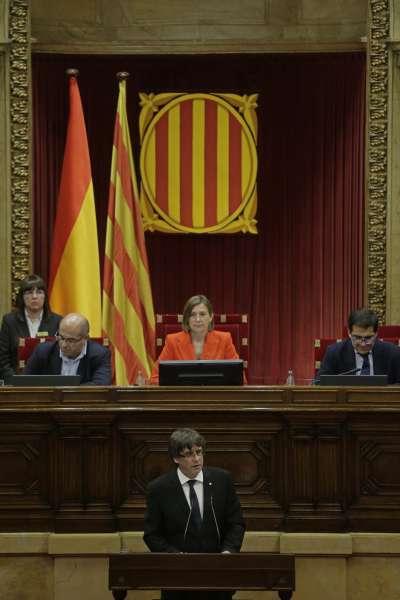 本月10日,加泰隆尼亞自治區政府主席普吉德蒙表示,暫時延後宣佈獨立,尋求與馬德里當局對話(AP)