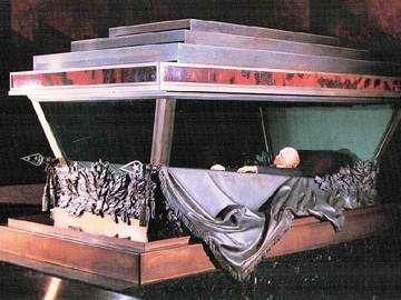 安放水晶棺中的列寧遺體。(Wikipedia / Fair Use)