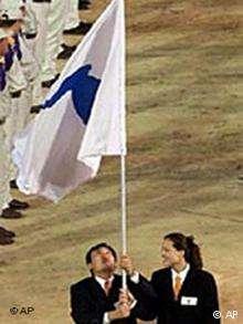 雪梨奧運會開幕式上,朝韓運動員在共同旗幟下步入會場。(德國之聲)