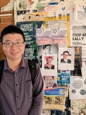 澳大利亞國立大學留學生吳樂寶參與此次海外抗議行動,他將海報貼到校園裡,他希望該校20%的中國留學習能關注習近平開倒車帶給未來中國的危險性。(2017年3月11日 吳亦桐提供)