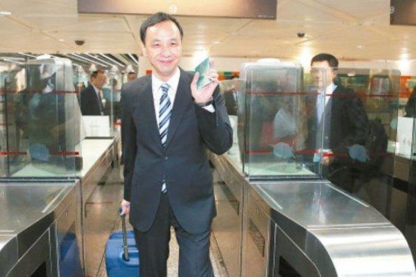 朱立倫自拉行李箱 引發中國網友熱議