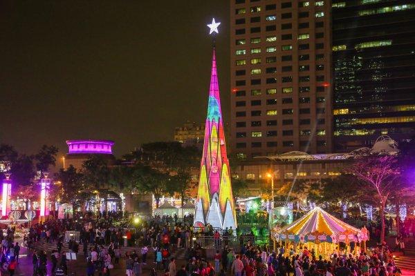 新北歡樂耶誕城絢麗夜 多彩聲光視覺饗宴