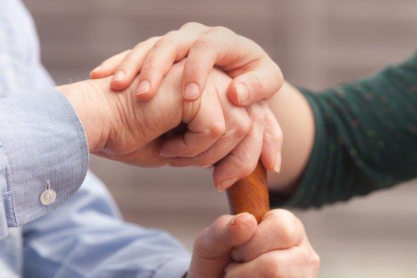 家庭建立照護共識,避免「天邊孝女/子」:《別讓記憶說再見》選摘(3)
