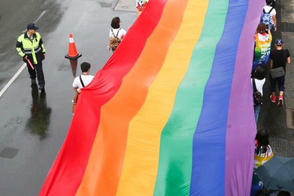 比照異性婚,政院確定:同性婚姻出軌,可訴諸離婚