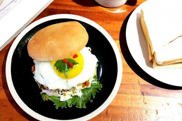 吃膩台灣的早餐怎麼辦?他打造一間與眾不同的超人氣排隊早餐名店,用創業狠揍現實!