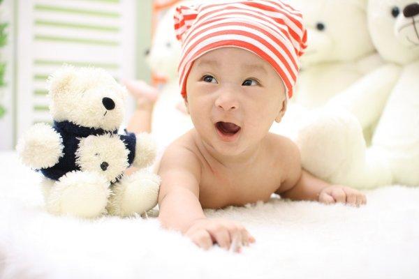 男孩就該玩車、女孩就該玩洋娃娃?小朋友的玩具有性別之分嗎?英國研究這樣說