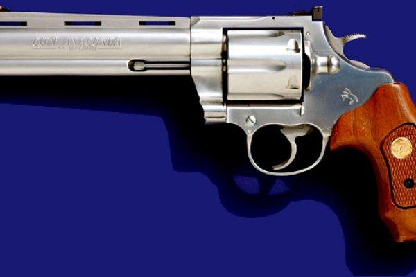 歷史上的今天》2月25日──西部牛仔火拚必備!美國「槍神」柯爾特拿到第一項左輪手槍專利