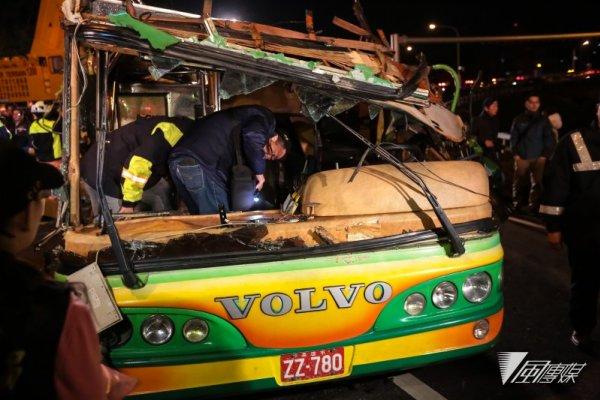 蝶戀花條款!大客車上國道 旅客將強制繫安全帶