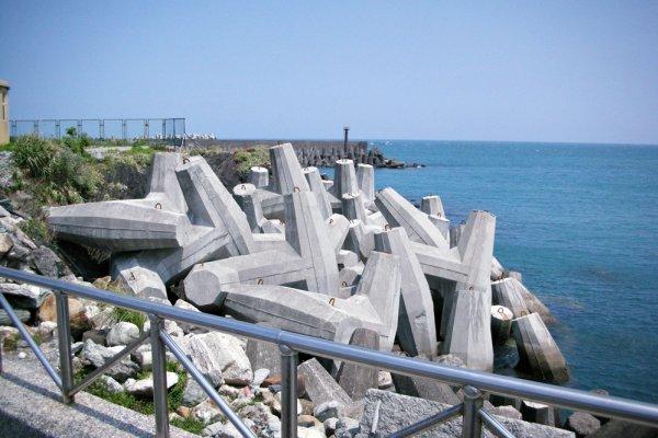 消波塊對海岸傷害有多大?千億稅金殺死寶島美景,多數台灣人不知的3大戰慄真相