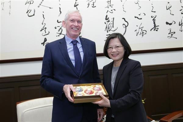 拜會蔡英文AIT主席莫健:美國支持台灣以觀察員身分參與WHA