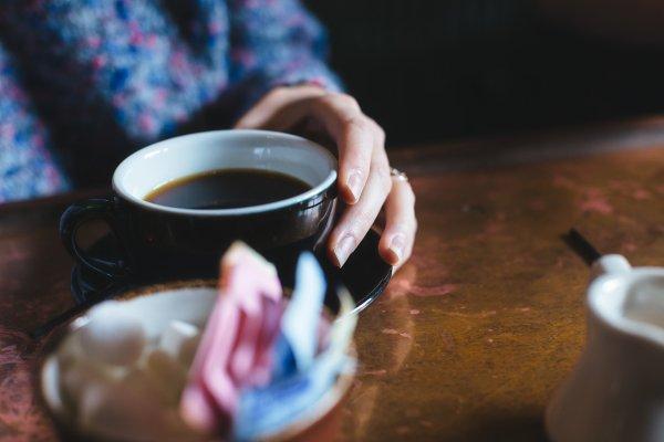 為何癌症治療與喝咖啡並行,有效治療率至少75%?日本名醫解析癌細胞壞死真相!